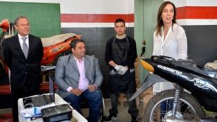 Vidal visitó talleres donde los presos aprenden oficios