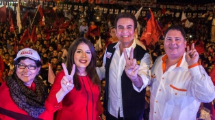 Con el escrutinio demorado, dos candidatos se autoproclaman presidente