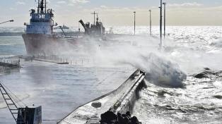 Fuertes vientos dificultan el aprestamiento de los buques de rescate
