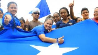 Con la reelección en juego, los hondureños van a las urnas