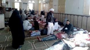 Egipto sufrió su peor atentado de la historia con una masacre en una mezquita