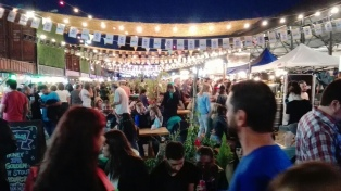 Cientos de vecinos presentes en la primera edición de La Noche de la Gastronomía