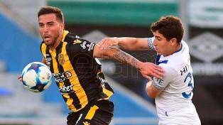 Vélez goleó a Olimpo en una final por la permanencia