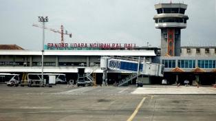 El aeropuerto de Bali sigue cerrado por la posible erupción del volcán Agung