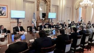 Macri encabeza una reunión de gabinete y recibe a investigadores del Conicet