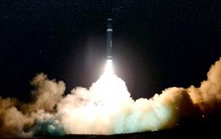 Corea del Norte muestra su nuevo misil, un arma mayor y mejor diseñada