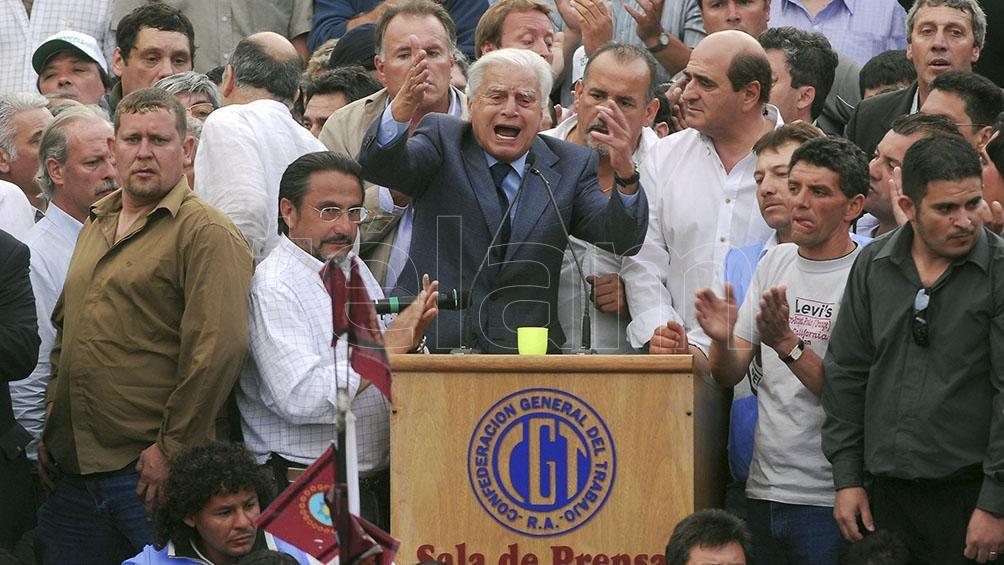 Roberto Petrov, junto a Hugo Moyano