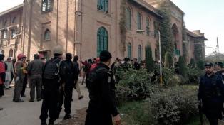 Al menos 14 muertos y 25 heridos en un ataque talibán a una universidad