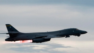 Estados Unidos moviliza bombarderos estratégicos en otro gesto de fuerza ante Corea del Norte