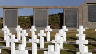 """La historia del """"curita"""" Carlos Mosto, uno de los 90 soldados identificados"""