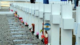 En imágenes, el trabajo de identificación en el cementerio argentino de Malvinas