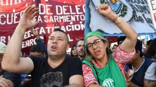 Movilización contra las reformas con críticas al Gobierno y la CGT