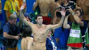 Phelps, de visita en Capital, entre acción social y deportiva