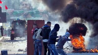 Un palestino murió y decenas resultaron heridos por tropas israelíes