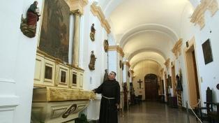 Cosméticos naturales, la apuesta de frailes franciscanos cerca de la Rosada