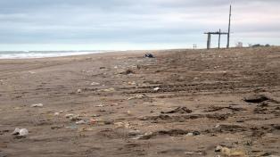 Más del 80% de los residuos no orgánicos en playas bonaerenses son plásticos