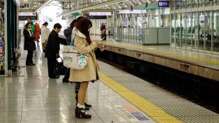Prueban en el subte de Tokio una app para dejarle el asiento a las embarazadas