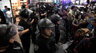 Incidentes, destrozos y seis detenidos en la marcha contra la OMC