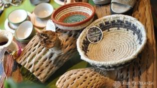 Regalar artesanías de pueblos originarios, la propuesta de una ONG