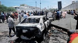 Mueren 17 personas en un atentado suicida contra policías