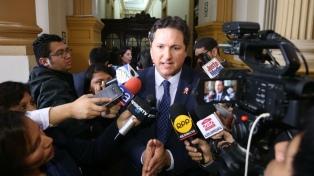 El presidente del Congreso y cuatro legisladores renuncian al partido fujimorista Fuerza Popular