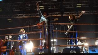 Arcade Fire dio el golpe de nocaut en la primera noche del Festival BUE