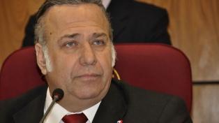 Suspenden a un senador afín al presidente Cartes por tráfico de influencias
