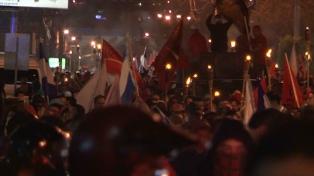 La oposición salió a las calles a protestar por la proclamación de Hernández