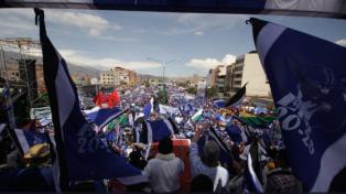 Una multitud afín al gobierno proclamó a Evo Morales como candidato para el 2019