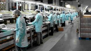 El empleo registrado retrocedió 1% interanual en octubre
