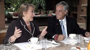 La aprobación ciudadana de Bachelet sube al 47% y se sitúa un punto por encima de la de Piñera