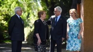 Reunión de trabajo y desayuno protocolar en primera reunión entre Bachelet y Piñera tras el balotaje