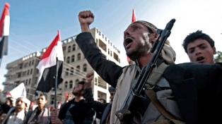 En un día con decenas de muertos, Hadi llamó a seguir la lucha contra los hutíes