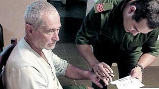 Prorrogan la prisión preventiva del ex abogado de Báez