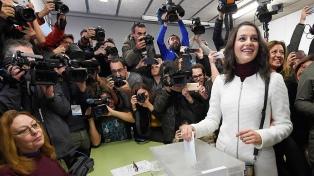 Largas colas para votar en las cruciales y decisivas elecciones