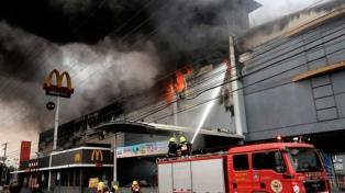 Elevan a 38 los muertos en el incendio de un centro comercial