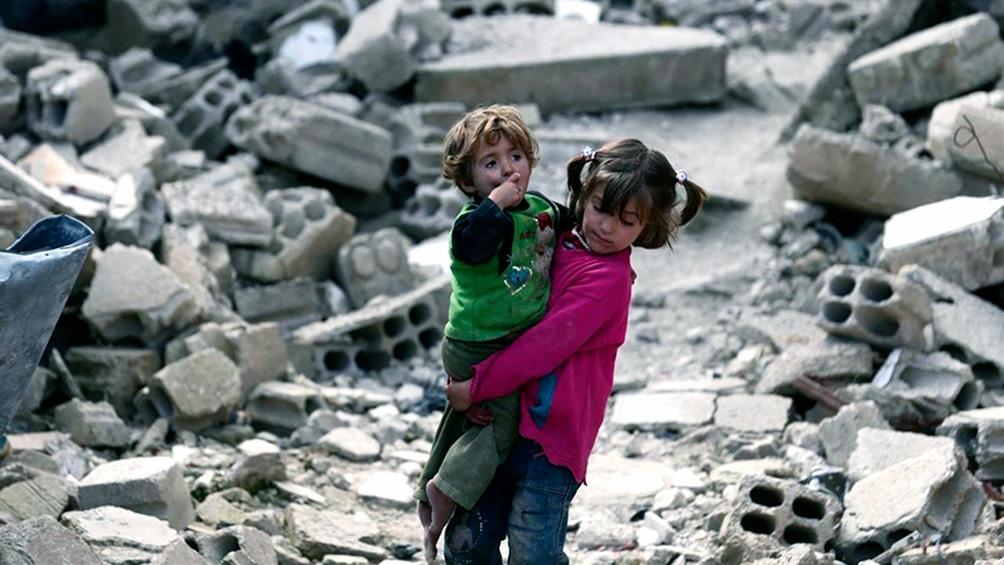 niños en medio de la guerra siria