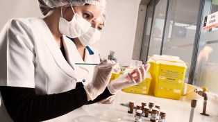 Avanza el desarrollo de un medicamento para la conjuntivitis viral creado en la Argentina