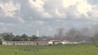 Hay 99 presos prófugos tras la revuelta en una cárcel que dejó 9 muertos