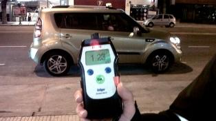 Retienen casi un centenar de vehículos en controles de alcoholemia