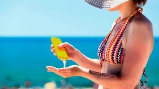 Cada vez más personas se protegen del sol aunque aún una de cada cinco no se cuida
