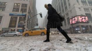"""Estado de emergencia en Nueva York y cierre de aeropuertos por """"ciclón bomba"""""""