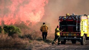 El Gobierno envió asistencia a tres provincias para combatir los incendios forestales