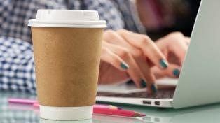 El Parlamento quiere prohibir los vasos desechables para café