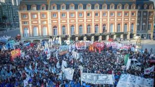 Amplia movilización en Mar del Plata contra la prisión domiciliaria a Etchecolatz