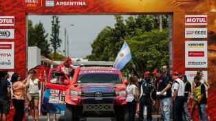 El argentino Lucio Álvarez finalizó séptimo en autos en el inicio del Dakar
