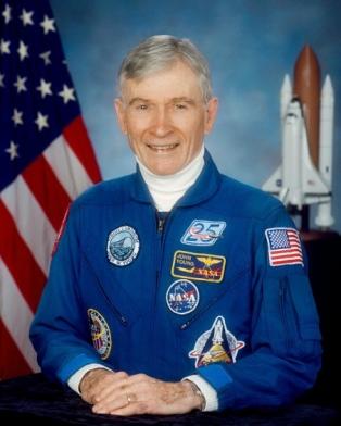 Murió John Young, el noveno astronauta que caminó la Luna