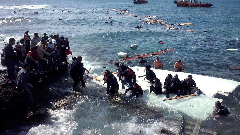 Mueren ahogadas 12 personas que intentaban alcanzar las costas europeas