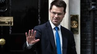 Renunció el ministro británico para Irlanda del Norte