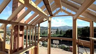 Avanzan en el programa que promueve la construcción de viviendas de madera